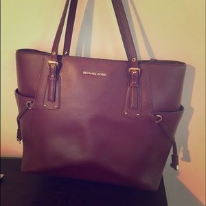 Michael Kors Oxblood shoulder bag. Like new